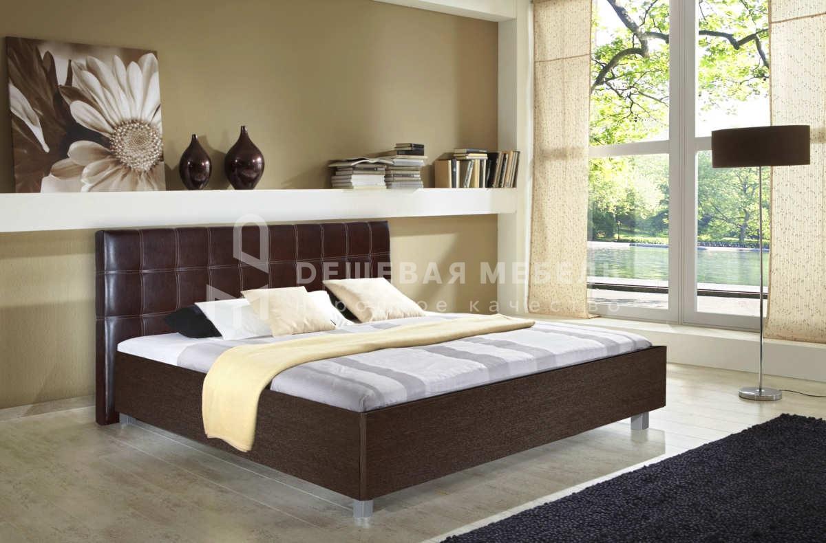 Недорогая кровать с мягкой спинкой