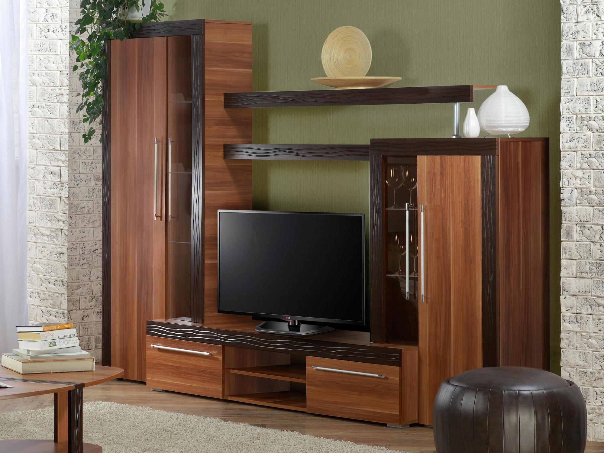 коричневый шкаф заместо стенки