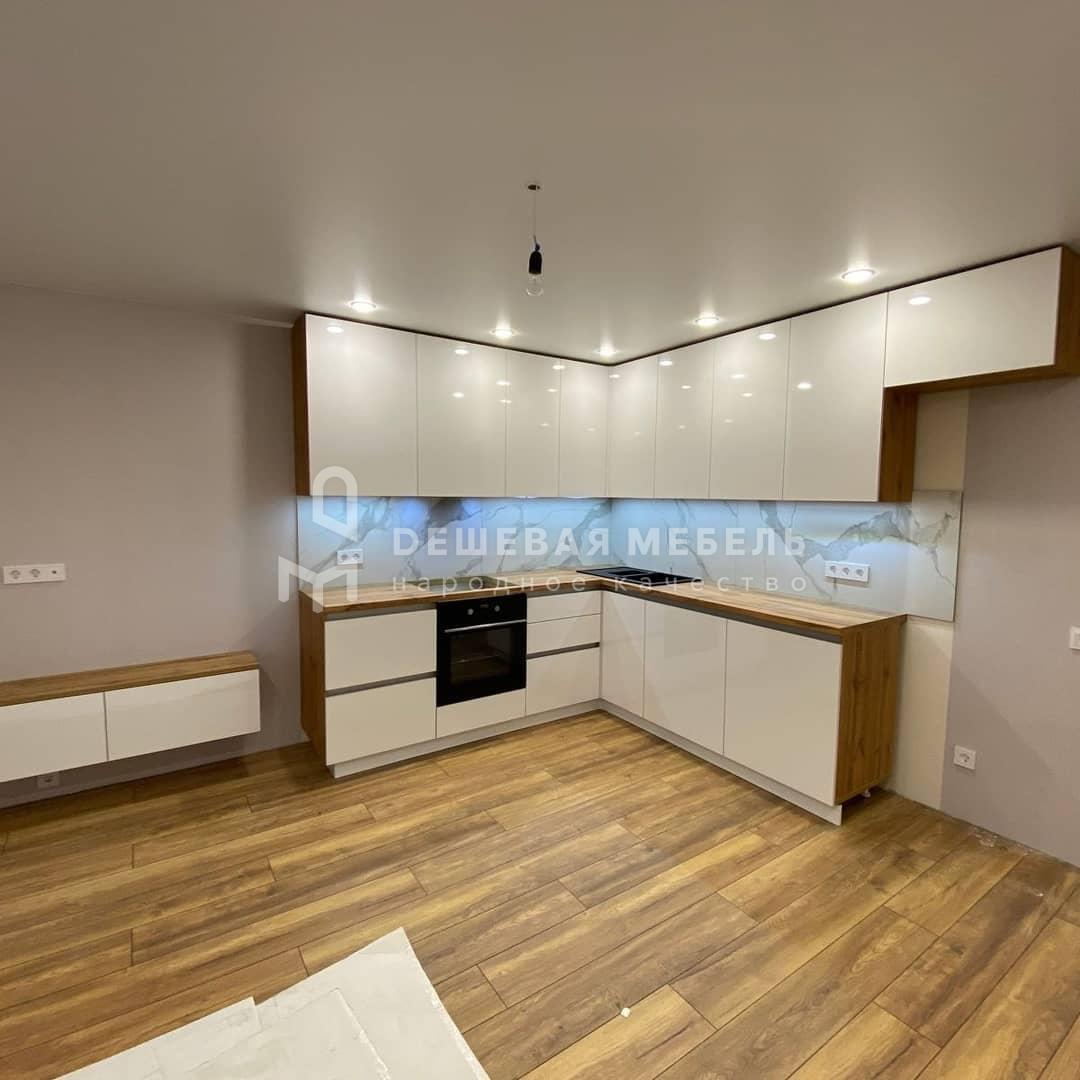 Белая кухня Домино